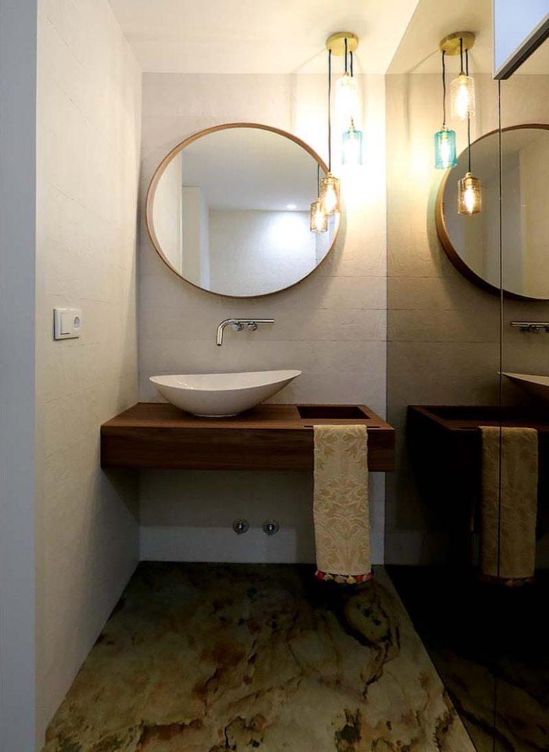 Casa das Fontes, Reformulação de casa. CAsa d eBanho de serviço com pavimento em xisto. Duche com vidro temperado gris. Projeto Obra Atelier