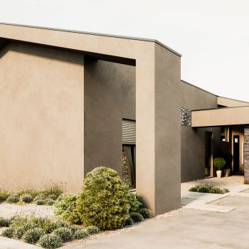 Casa lote 04- Cobertura inclinada em arquitetura moderna. Pedra natural de xisto. Projeto Obraatelier