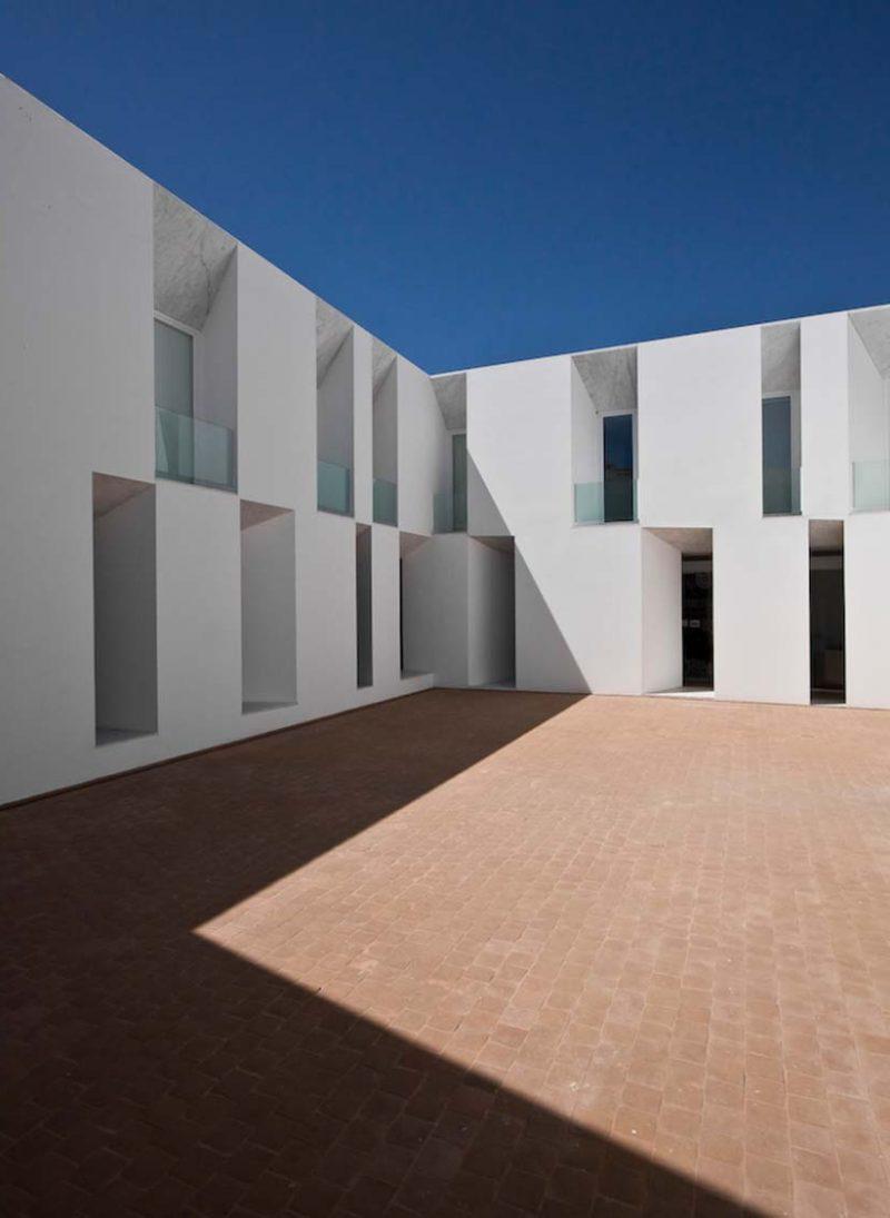 Arquitetura contemporânea, é cheia de absurdos? Lar de idosos de Alcácer do Sal, Projeto de Aires Mateus Arquitetos. Blog Obra Atelier