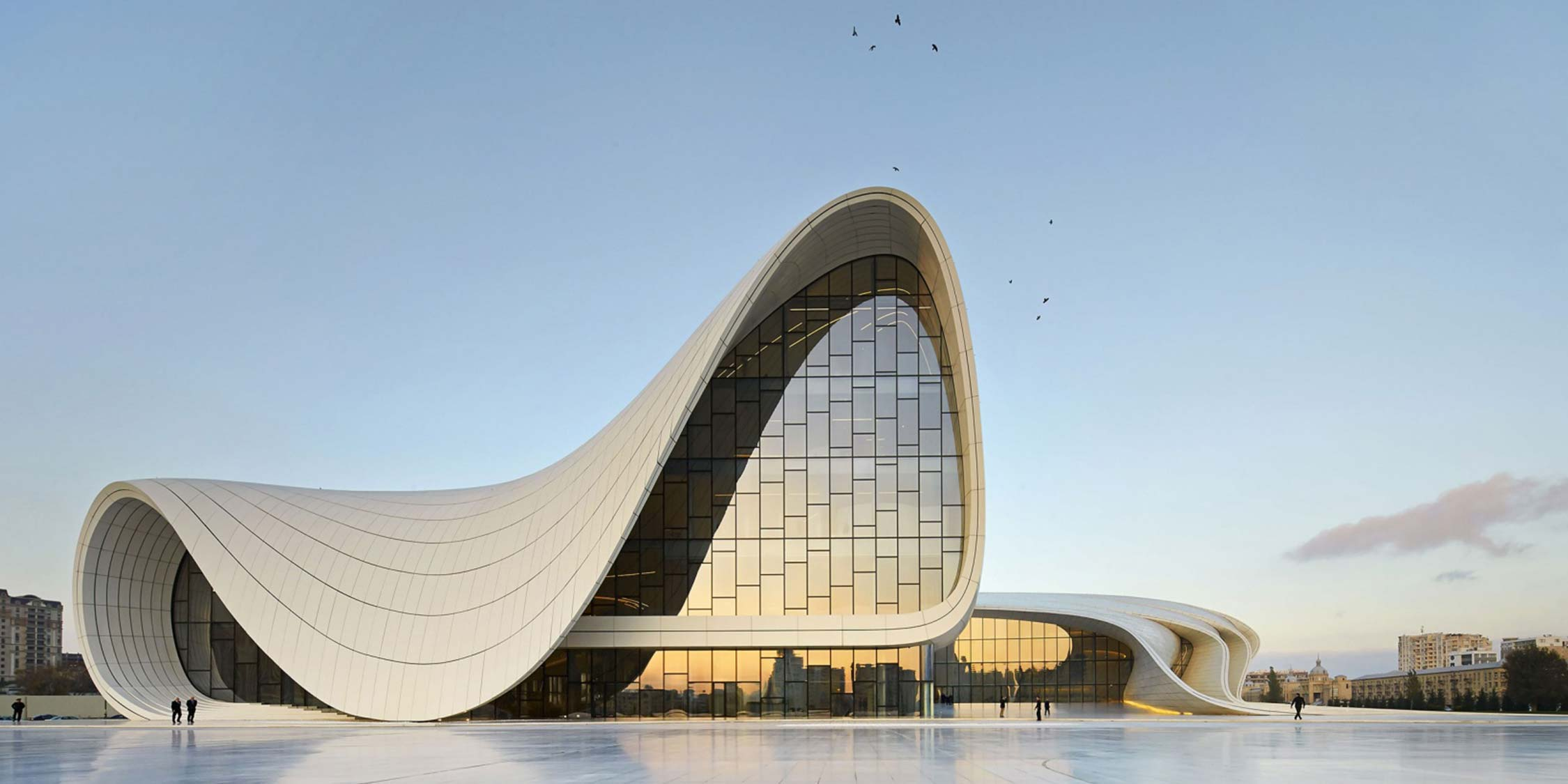 Arquitetura contemporânea, é cheia de absurdos? The Heydar Aliyev Center By Zaha Hadid. Blog Obra Atelier